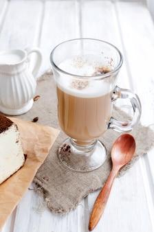 Café com leite com espuma