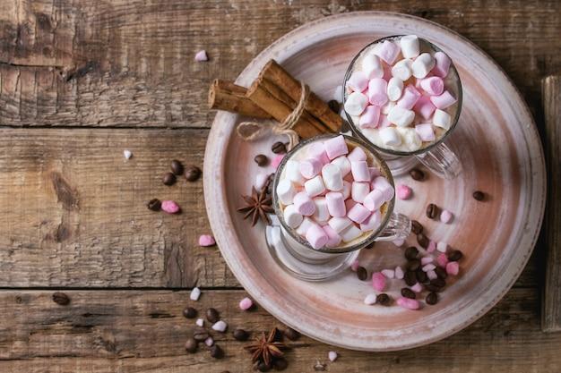 Café com leite com marshmallow