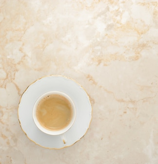 Café com leite em mármore