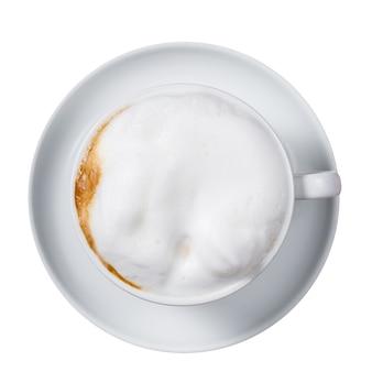 Café com leite isolado em uma superfície branca.