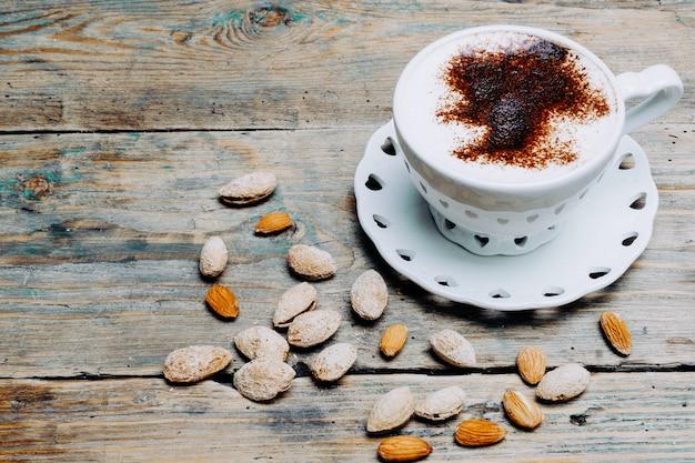 Café com leite vegano com amêndoas e amêndoas