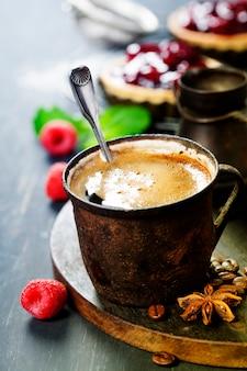 Café com sobremesa de frutas