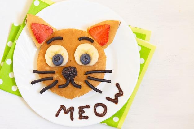Café da manhã alegre - o gato diz panquecas do miado