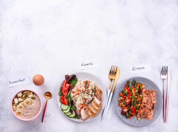 Café da manhã, almoço e jantar. cardápio diurno