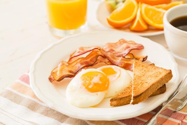 Café da manhã americano tradicional