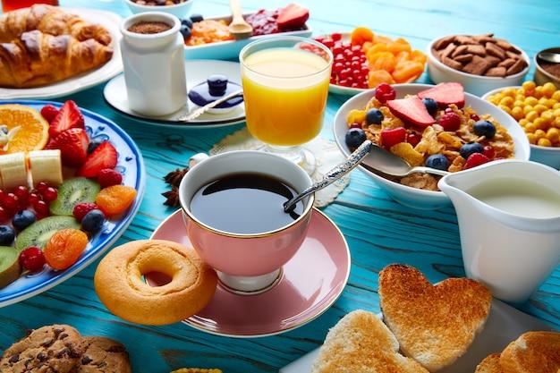 Café da manhã buffet saudável café continental