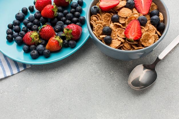 Café da manhã close-up com cereais