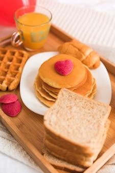 Café da manhã close-up para dia dos namorados