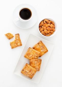 Café da manhã com biscoitos e café