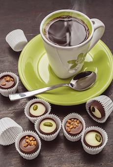 Café da manhã com bombons de chocolate