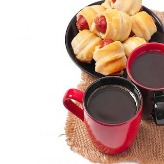 Café da manhã com café e rissóis