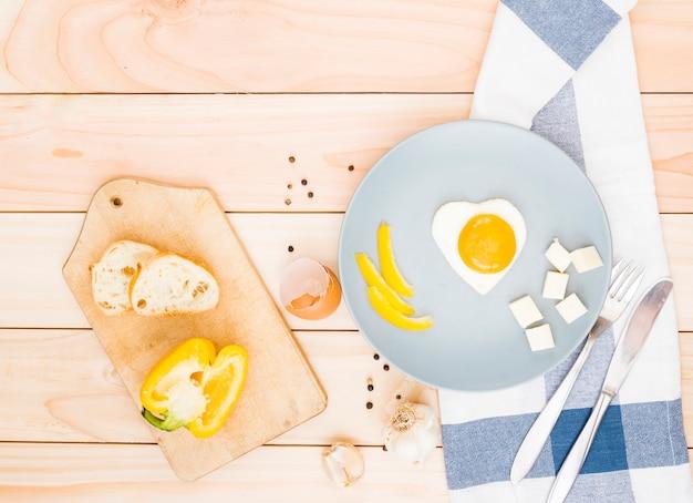Café da manhã com ovos e bacon