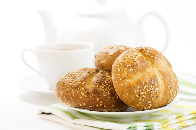 Café da manhã com pão francês duro