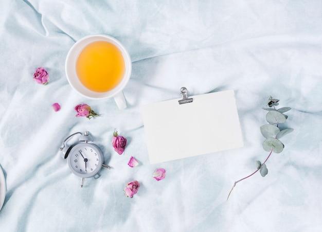 Café da manhã com xícara de chá