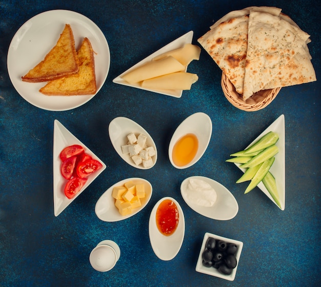 Café da manhã conjunto vista superior em cima da mesa
