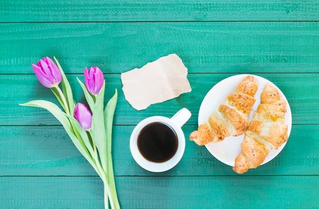Café da manhã croissant