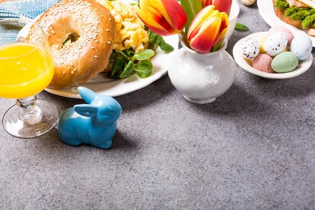 Café da manhã do feriado da páscoa