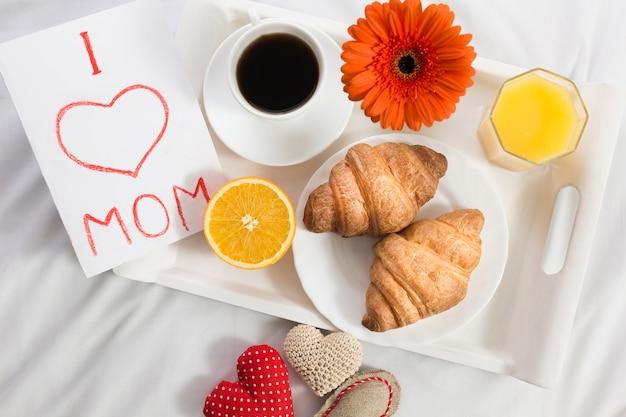 Café da manhã na cama no dia das mães