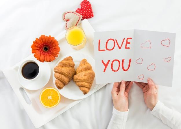 Café da manhã na cama para a mãe