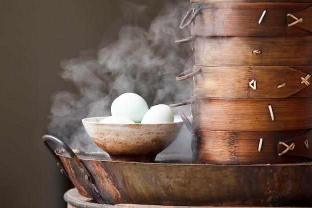 Café da manhã na rua com ovos cozidos, china