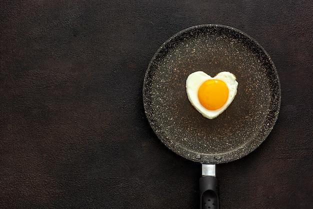 Café da manhã no dia dos namorados em formato de ovo frito