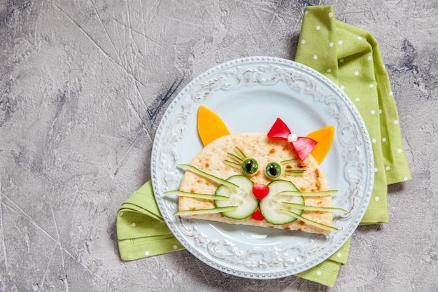 Café da manhã para crianças com quesadilla de gato