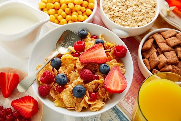 Café da manhã saudável cereal café e suco de laranja
