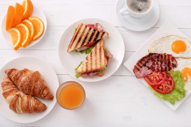 Café da manhã saudável na mesa