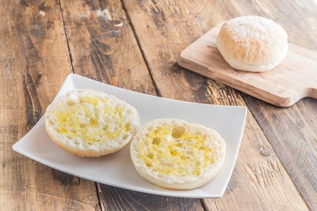 Café da manhã típico espanhol com pão e óleo