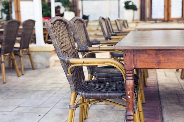 Café da rua. café aconchegante ao ar livre na europa