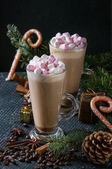 Café de café com leite com marshmallow