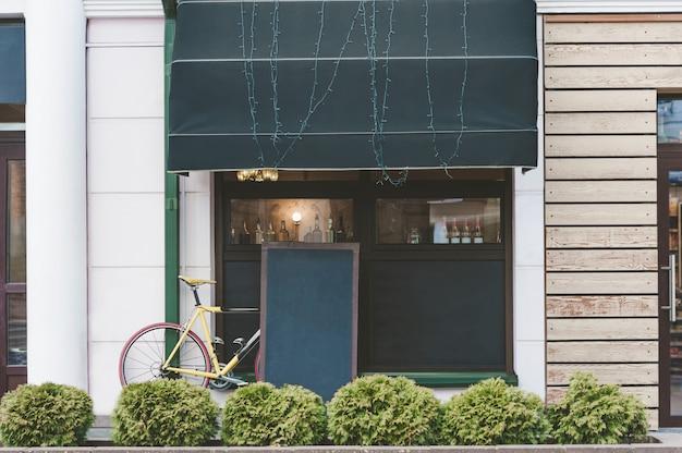 Café de rua de layout de publicidade