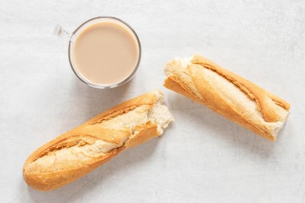 Café e baguete