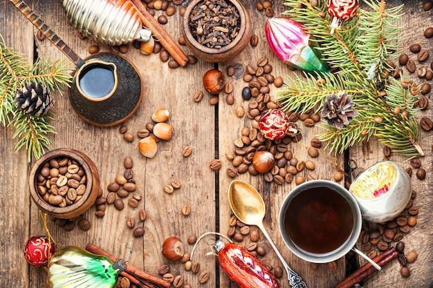 Café e brinquedo de natal