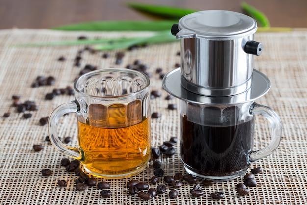 Café e chá verde no estilo do vietnã