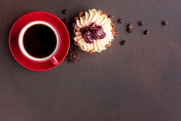 Café e espaço de cópia de bolo delicioso