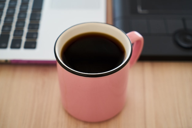 Café e laptop