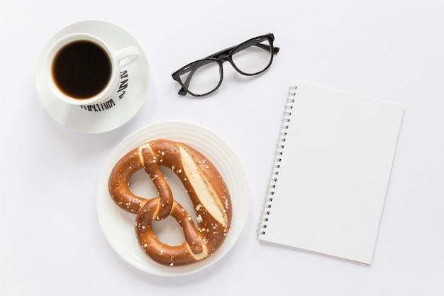 Café e pretzel