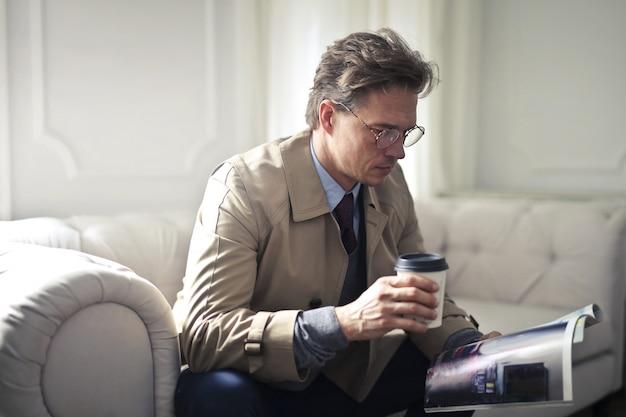 Café e revista
