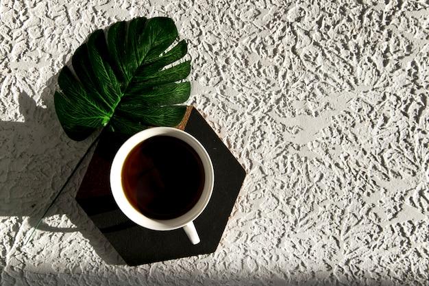 Café e suporte hexagonal