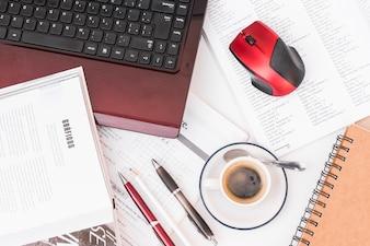 Café e suprimentos para estudos