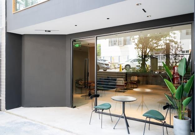 Café elegante na rua