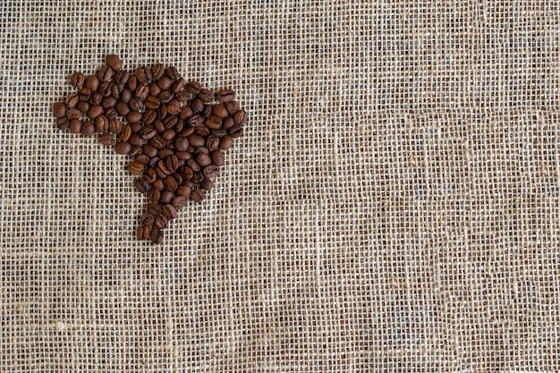 Café em grão formando o mapa do brasil