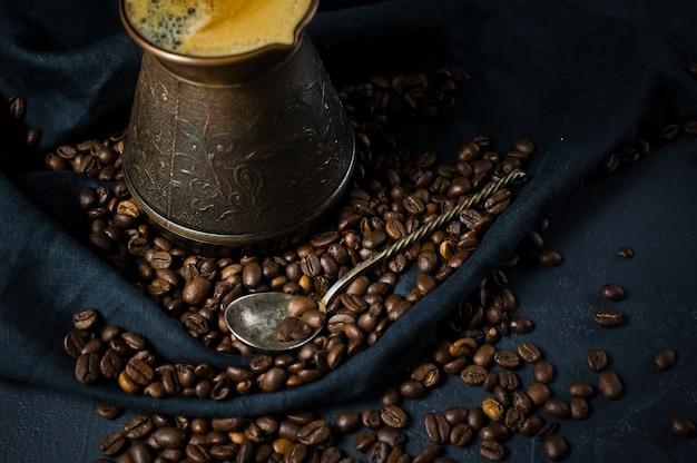 Café em turco, grãos de café.