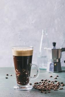Café expresso com água com gás