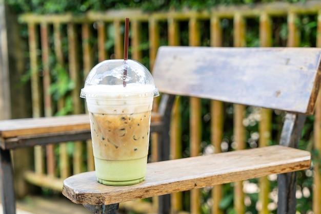 Café expresso com copo de chá verde matcha