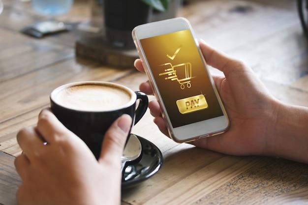 Café fazendo show de transferência de compras através do aplicativo de smartphone