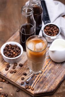 Café frio com gelo e leite