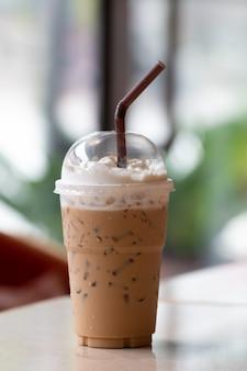 Café gelado com milkshake, bebidas refrescantes de verão