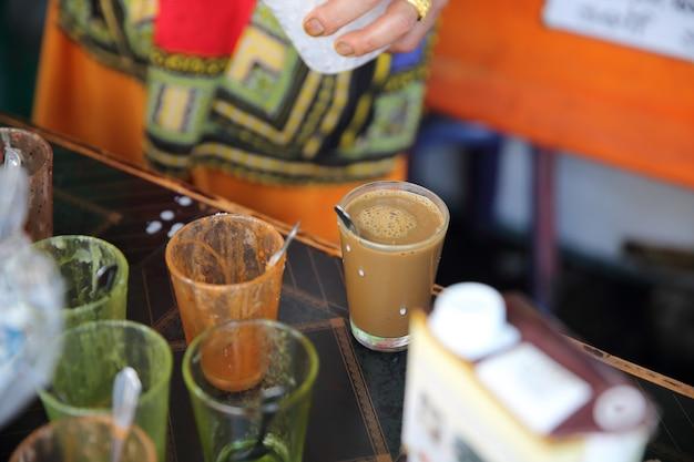 Café gelado de bebida local tailandesa